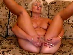 Mature pretty good Amanda moans with admiration in the long run b for a long time toying her pussy