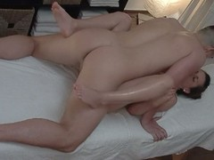 Eavesdrop cam sleety frying babe making out in massage salon
